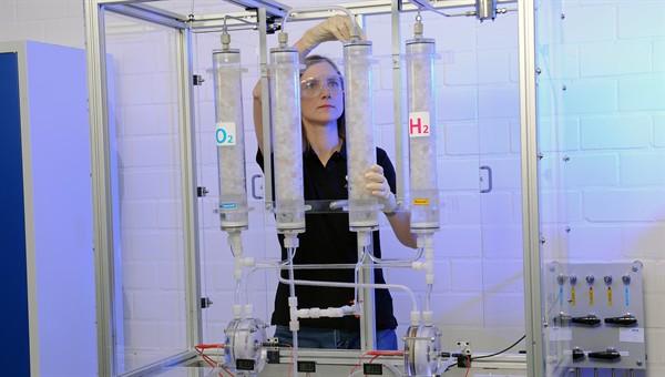Herstellung von Wasserstoff beim DLR