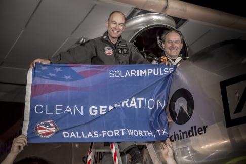 Nach der Landung in Fort Worth, USA - Piccard und Borschberg © solarimpulse.com