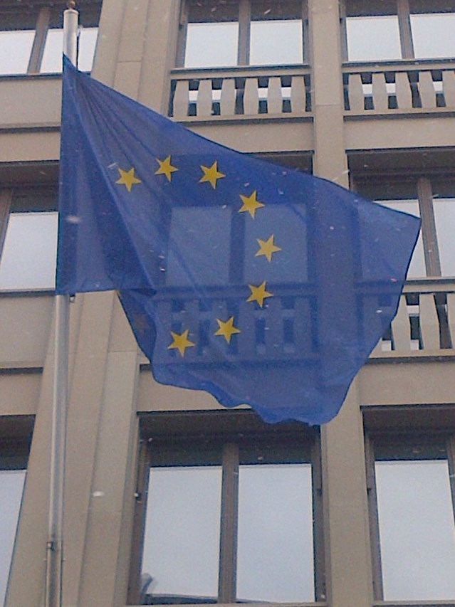 EU-Fahne an EU-Vertretung Berlin 20130220 Foto © Gerhard Hofmann Agentur Zukunft