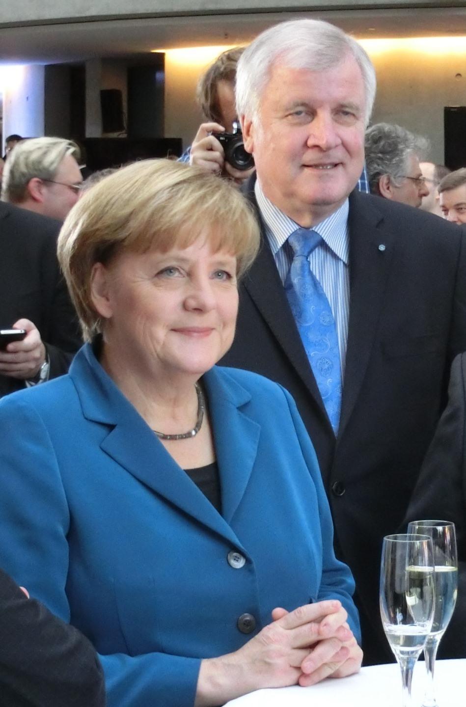 Noch lächeln sie -Merkel, Seehofer beim Koalitionsabschluss - Foto © Gerhard Hofmann_Agentur Zukunft