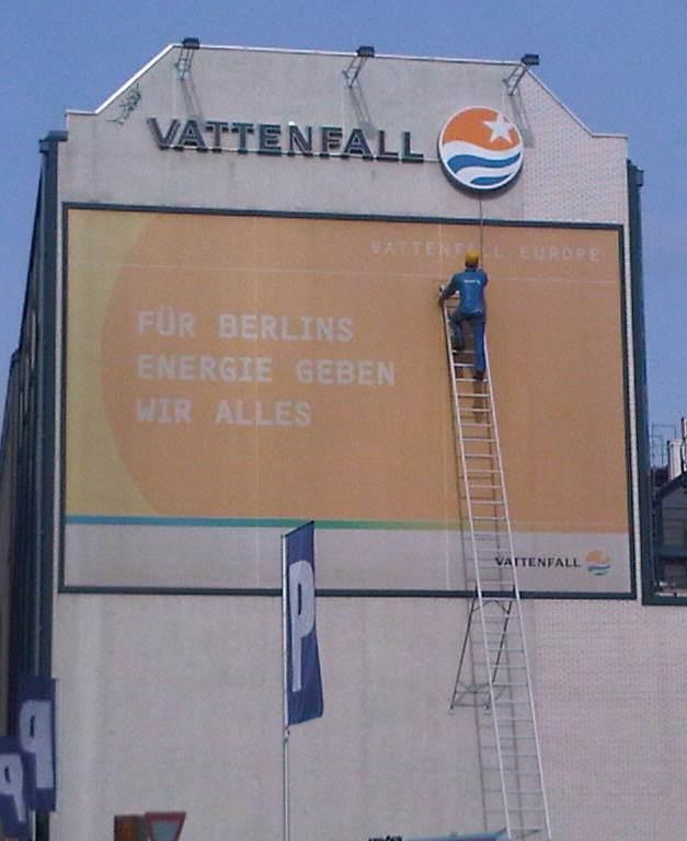 Vattenfall-Reklame an einer Berliner Hausfassade - Foto © 20110310 Gerhard Hofmann_Agentur Zukunft