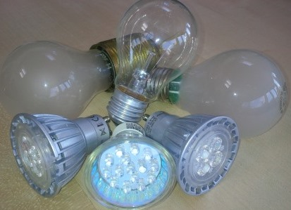 Alte Glüh-, neue LED-Lampen - Foto © Gerhard Hofmann, Agentur Zukunft für Solarify