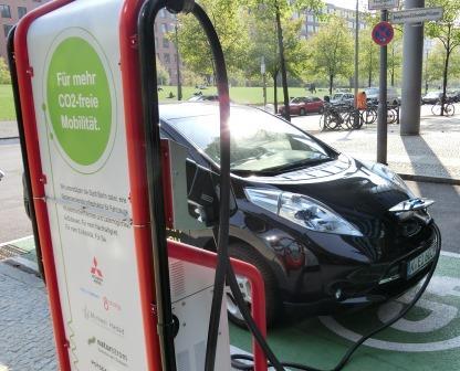 E-Mobility -Mitsubishi-Ladestation in Berlin - Foto © Gerhard Hofmann, Agentur Zukunft