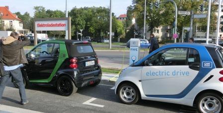 Elektro-Lade-Station der Multi-Energie-Tankstelle - Foto © Gerhard Hofmann, Agentur Zukunft