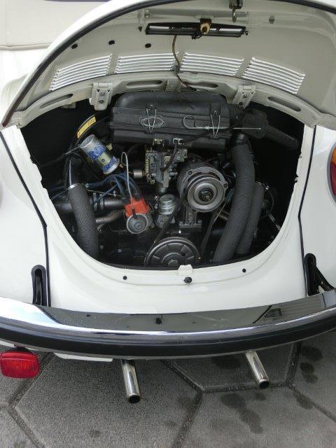 Verbrennermotor eines VW-Käfers, Auspuff- Foto © Gerhard Hofmann für Solarify