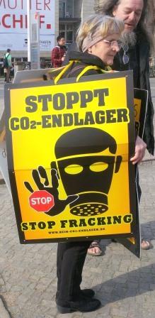 Anti-Fracking-Kleinst-Demo - Foto © Gerhard Hofmann, Agentur Zukunft.de