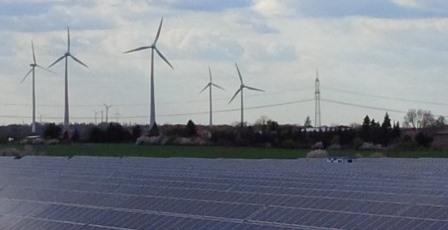 PV-und-Wind-bei-Bitterfeld-Foto-©-Gerhard-Hofmann-Agentur-Zukunft für Solarify