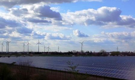 Wind und PV im deutschen Solar Valley - Foto © Gerhard Hofmann, Agentur Zukunft, für Solarify