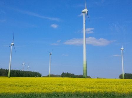 Wind und Bio bei Nauen - Foto © Gerhard Hofmann, Agentur Zukunft 20150503