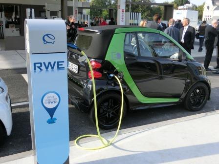 E-Mobility an Multi-Energie-Tankstelle - Foto © Gerhard Hofmann, Agentur Zukunft