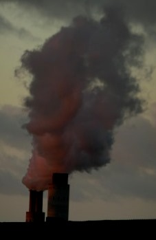 Rauchfahne das KW Reuter West, Berlin - laut UBA 2,8 Mio. t CO2 pro Jahr - Foto © Gerhard Hofmann, Agentur Zukunft für Solarify