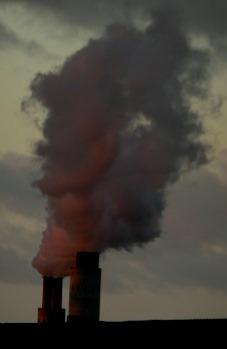 Rauchfahne das KW Reuter West, Berlin - laut UBA 2,8 Mio. t CO2 pro Jahr - Foto © Gerhard Hofmann, Agentur Zukunft