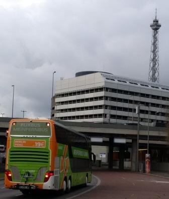 Billiger, aber schmutziger als Bahn, Bus am Funkturm - Foto © Gerhard Hofmann, Agentur Zukunft
