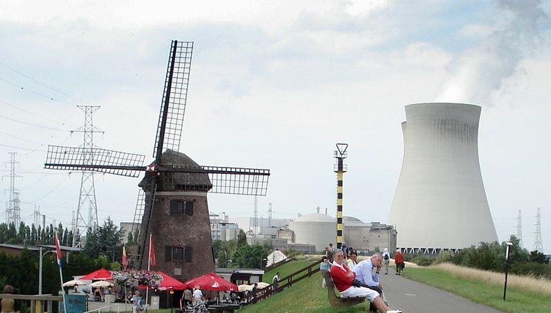 AKW Doel - Foto © Torsade de Pointes, via Wikimedia Commons