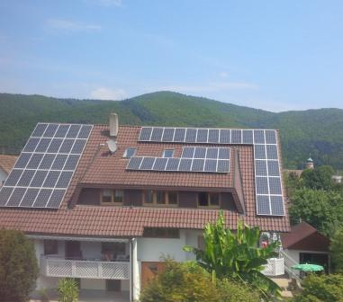 PV-Dach auf Mietshaus - Foto © Gerhard Hofmann, Agentur Zukunft für Solarify