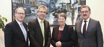 HDE Vizepräsidenten Ernst Läuger, Michael Radau, Barbara Hendricks, HDE-Präsident Josef Sanktjohanser - Foto © BMUB_Sascha Hilgers