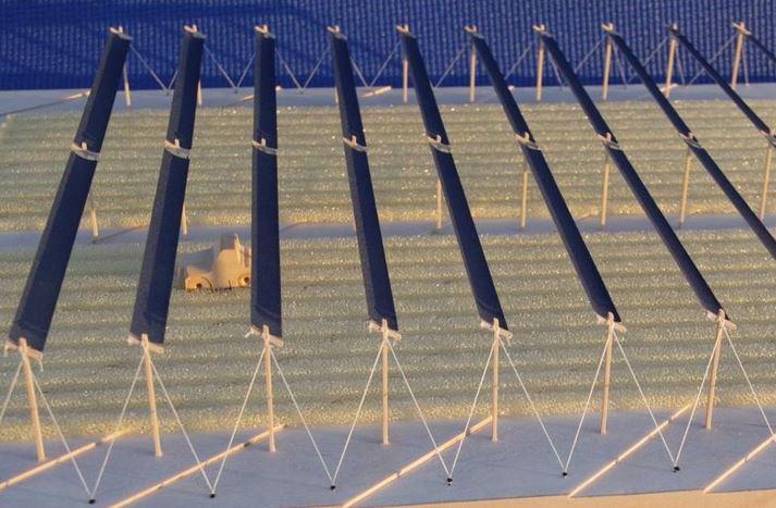 Modell einer APV-Anlage, unter der der Einsatz von landwirtschaftlichen Maschinen möglich ist - Bild © Fraunhofer ISE