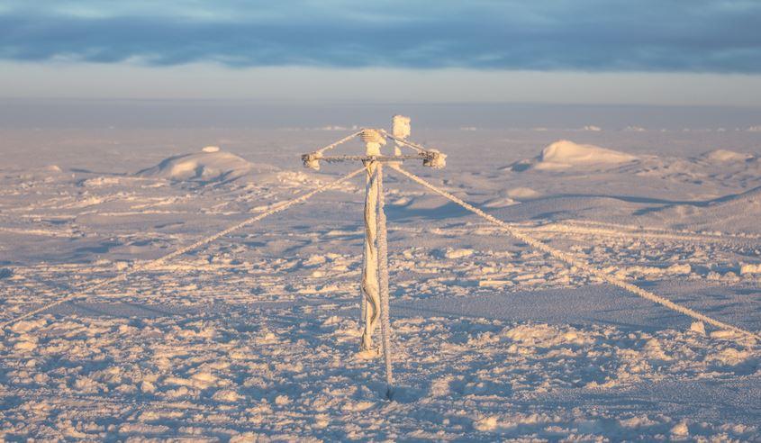 AWI-Schneeboje auf dem arktischen Meereis - Foto © Stefan Hendricks, AWI