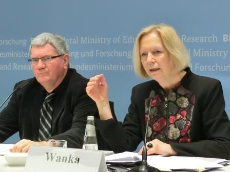 Prof. Robert Schlögl, BMin Johanna Wanka - Foto © Gerhard Hofmann, Agentur Zukunft