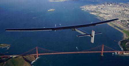 Solar Impulse 2 über der Golden Gate Bridge in San Francisco - Foto © solarimpulse.com