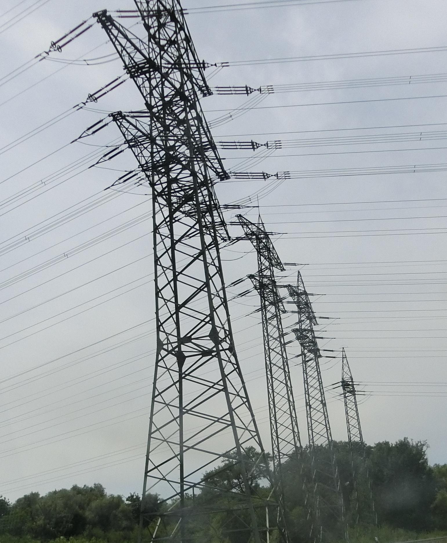 Strommasten nahe Karlsruhe - Foto © Gerhard Hofmann, Agentur Zukunft für Solarify