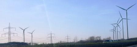 Wind und Hochspannungsleitung bei Baruth, Mark - Foto © Gerhard Hofmann, Agentur Zukunft, 20160402