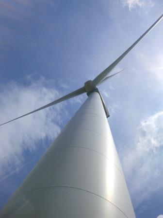Windgenerator bei Pfalzfeld, RLP - Foto © Gerhard Hofmann, Agentur Zukunft, für Solarify