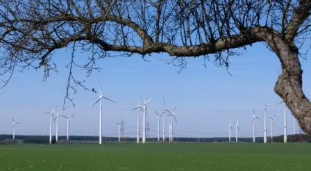 Windgeneratoren bei Dahme, Mark - Foto © Gerhard Hofmann, Agentur Zukunft, 20160402