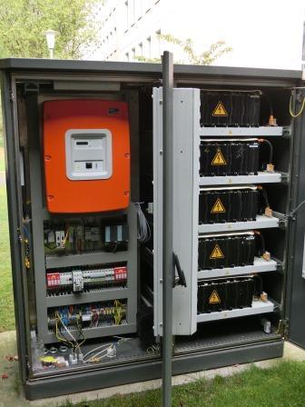 Wechselrichter und Li-Ionen-Batterie am Berliner Effizienzhaus Plus- Foto © Gerhard Hofmann, Agentur Zukunft für Solarify