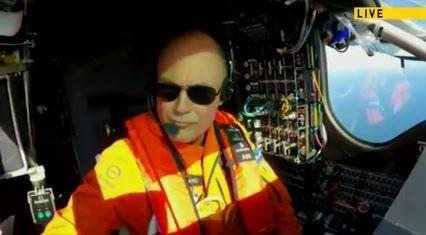 Bertrand Piccard im Cockpit westlich von Nantucket Island- Screenshot © solar-impluse com