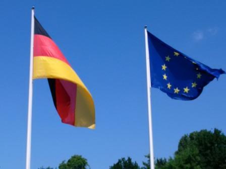 Deutsche und europäische Flagge - Foto © Gerhard Hofmann für Solarify