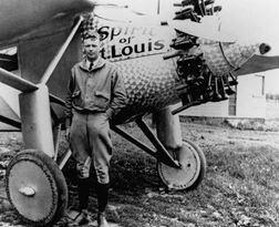 Lindbergh vor Spirit of St. Louis - Foto © solarimpulse.com