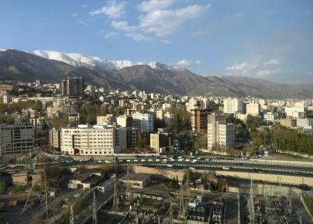 Nord-Teheran mit Umspannwerk - Foto © Gerhard Hofmann, Agentur Zukunft für Solarify