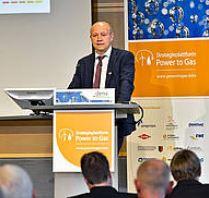 Andreas Kuhlmann auf dem Podium - Foto © Deutsche Energie-Agentur GmbH (dena), powertogas.info
