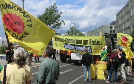 Anti-Atom-Endlager-Berichts-Demo vor BMBF - Foto © Gerhard Hofmann, Agentur Zukunft für Solarify 20160705