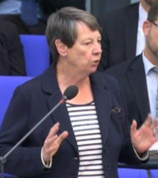 Barabara Hendricks antwortet Regierungsbank - Screenshot © Bundestagsfernsehen