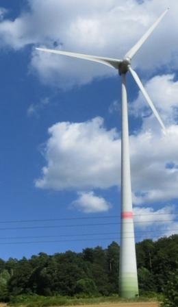 Wingenerator an A 2 in Brandenburg - Foto © Gerhard Hofmann, Agentur Zukunft für Solarify