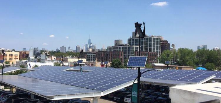 Solarpanels in NY - Foto © Rita Schwarzelühr-Sutter on Twitter