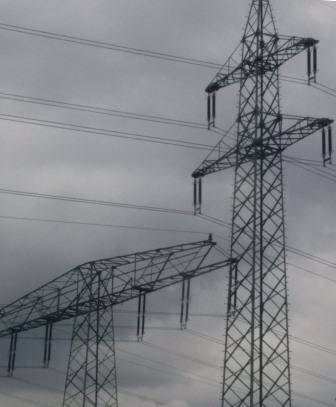 Strommasten bei Berlin - Foto © Gerhard Hofmann, Agentur Zukunft für Solarify 20160715