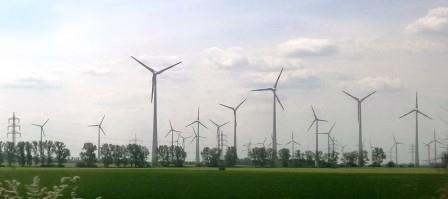 Windkraftanlagen in Brandenburg - Foto © Gerhard Hofmann, Agentur Zukunft für Solarify 20160519