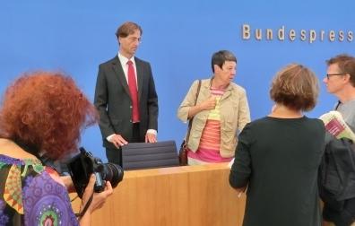 dietmar-horn-bmub-und-barbara-hendricks-nach-bpk-foto-gerhard-hofmann-agentur-zukunft-fuer-solarify0
