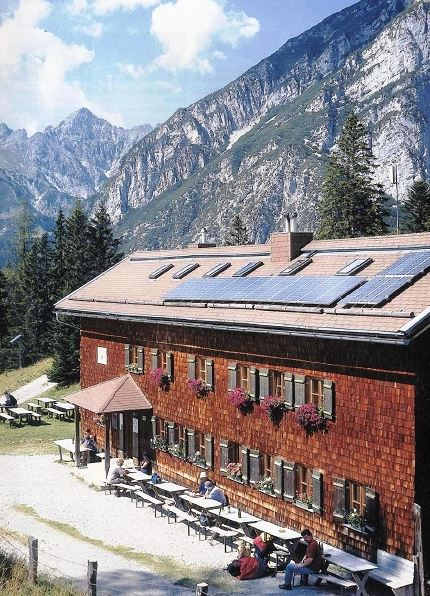 neue-magdeburger-huette-bei-seefeld-mit-1-9-kwp-pv-dach-foto-fraunhofer-ise