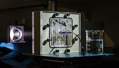 prototyp-der-photoelektrochemischen-wasserspaltung-foto-tobias-dyck_forschungszentrum-juelich