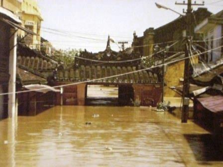 Überschwemmung durch Taifun Ketsana in Hoi An, Vietnam - Foto © Gerhard Hofmann für Solarify