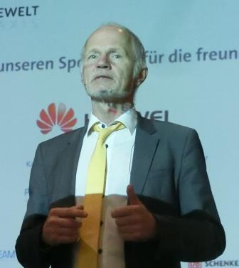 baake-spricht-bei-17-forum-neue-energiewelt-eroeffnungsplenum-foto-gerhard-hofmann-agentur-zukunft-fuer-solarify