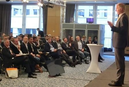 baake-vor-17-forum-neue-energiewelt-eroeffnungsplenum-foto-gerhard-hofmann-agentur-zukunft-fuer-solarify