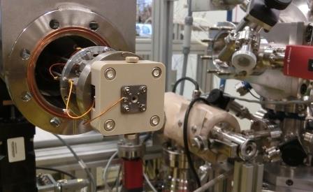 emil-objekttraeger-fuer-proben-am-fhi-entwickelt-foto-gerhard-hofmann-agentur-zukunft-fuer-solarify