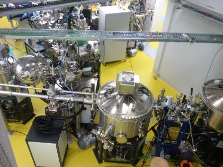 laborplatz-sissy-mit-photoelektrischem-spektrometer-verchromte-halbkugel-li-foto-gerhard-hofmann-agentur-zukunft-fuer-solarify-20161031_143517