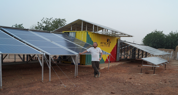 mobile-solarcontainer-mit-batteriespeicher-foto-tesvolt