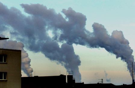 rauch-und-wasserdampffahnen-im-norden-von-berlin-foto-gerhard-hofmann-agentur-zukunft-fuer-solarify